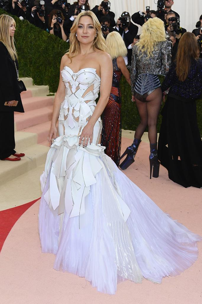 Kate Hudson at the 2016 Met Gala in Atelier Versace