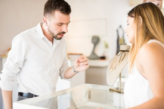A Man's Guide to Buying Her the Perfect Diamond