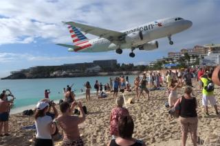 plane flying low maho beach