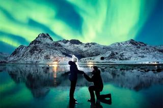 boyfriend northern lights proposal