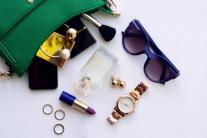 6 Ways To Organise Your Handbag