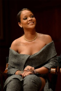50 Rihanna Outfits That Will Give You Major Fashion Envy