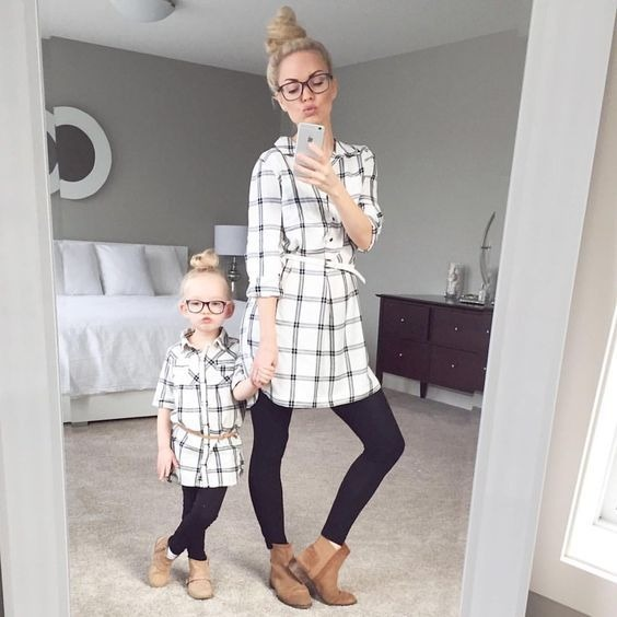 mother-daughter matching outfits