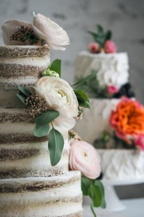 14 Spring Themed Wedding Cakes
